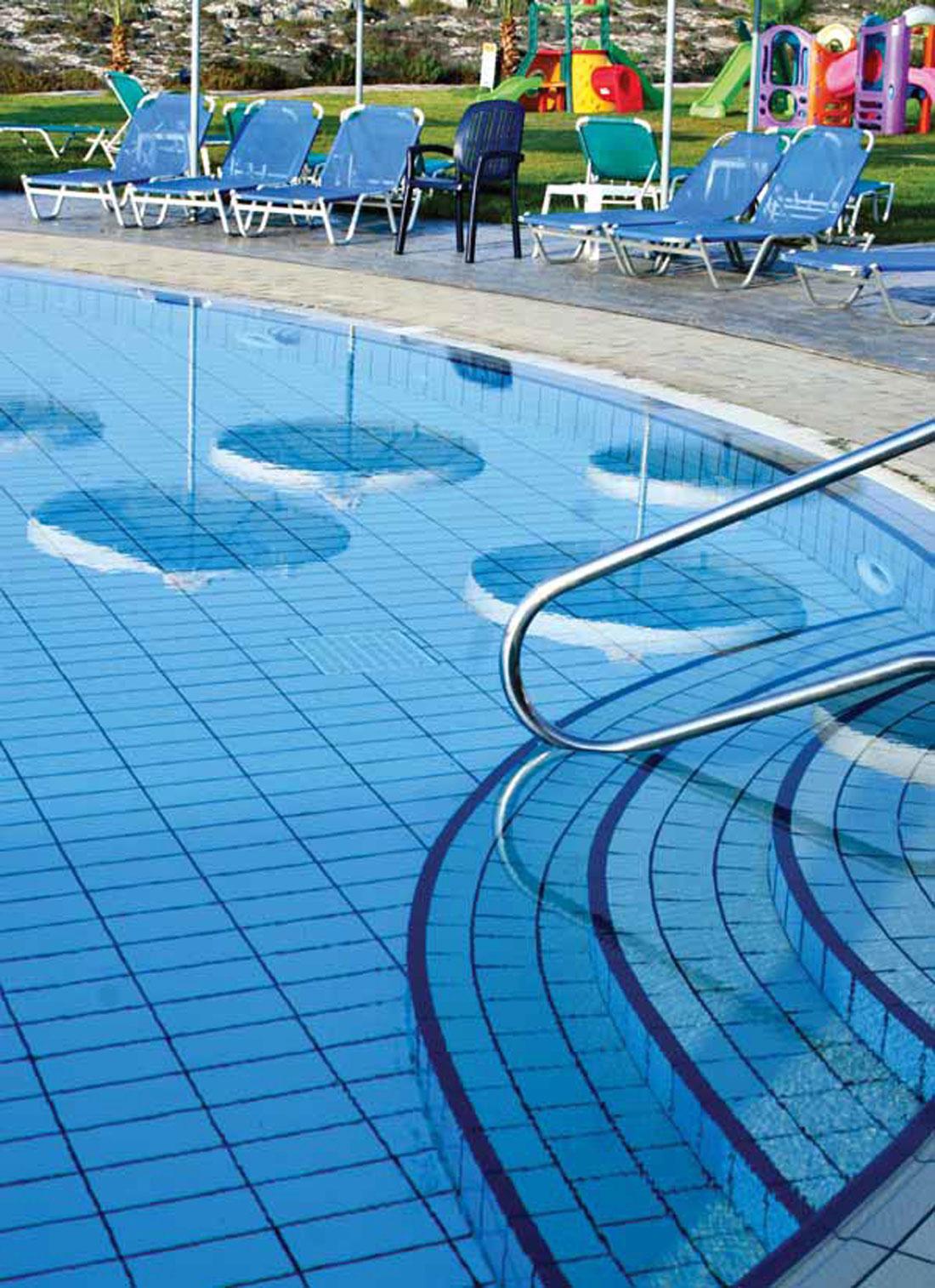 Porcelain-tile-in-pool