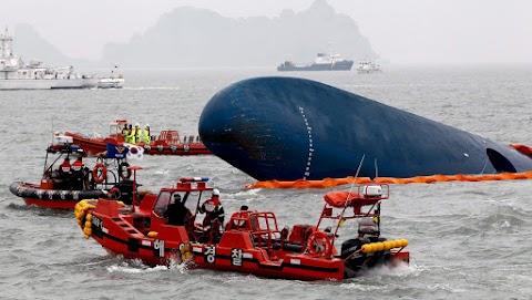Politikai kérdés a hajókatasztrófa utáni mentés Dél-Koreában