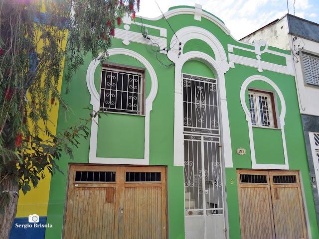 Vista da fachada de uma antiga casa em estilo Art Nouveau na Vila Mariana - São Paulo