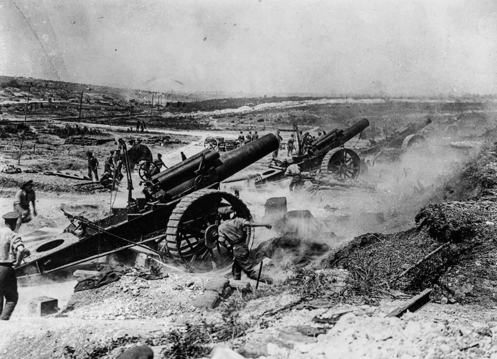 The 39th Siege Battery artillery in action in the Fricourt-Mametz Valley. August, 1916.