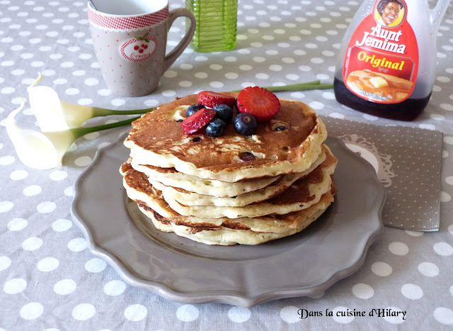 Fluffy pancakes au buttermilk et myrtilles