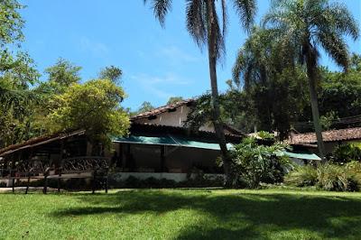 O Restaurante Casarão 54 fica no município de Araçariguama, mas é mais conhecido pela proximidade com São Roque. O sítio teve suas primeiras construções em 1628, tendo passado por uma grande reforma em 1972.