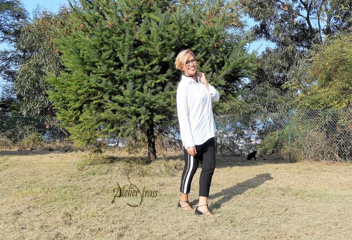 pantalon negro con raya lateral blanca