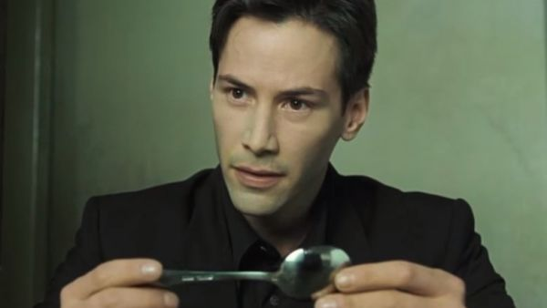 Keaneu Reeves holding the spoon in The Matrix