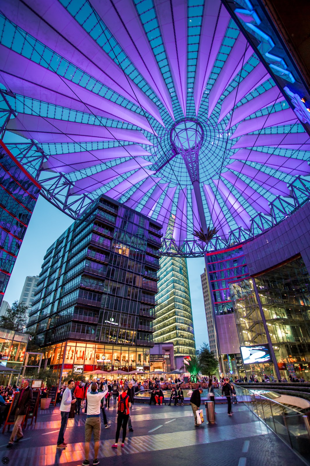 Sony Center - Blue hour :: Canon EOS5D MkIII | ISO1600 | Canon17-40 @17mm | f/4.0 | 1/15s