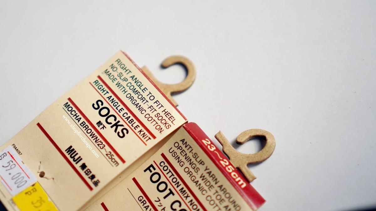 socks tag muji menggunakan kertas daur ulang