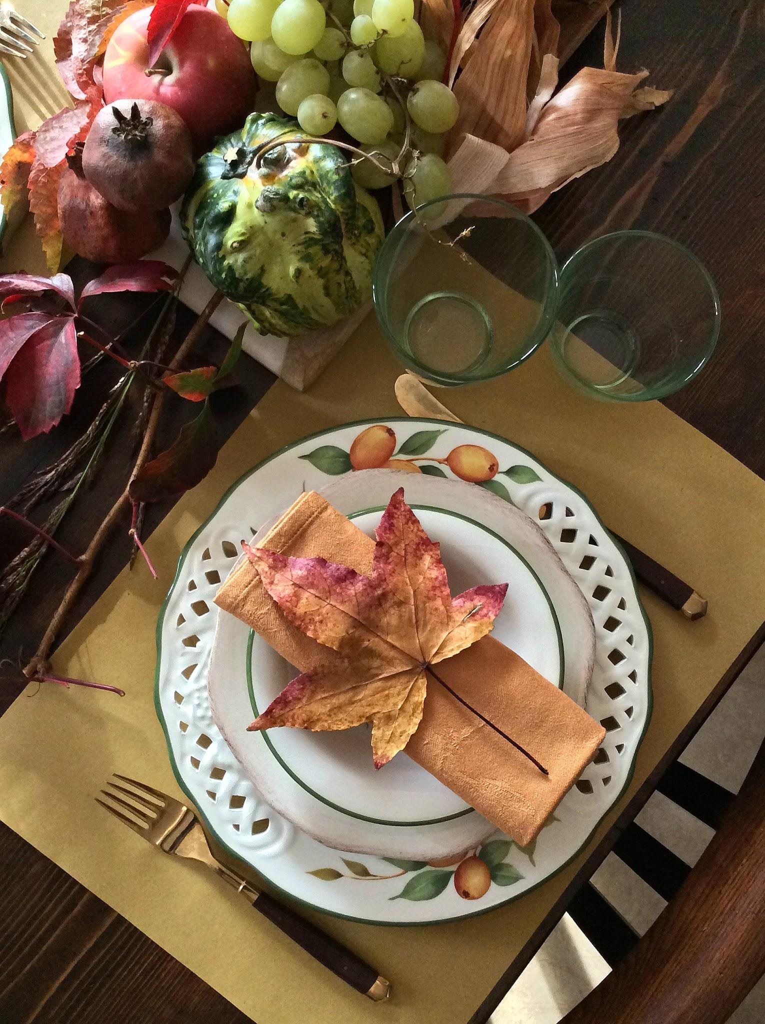 tavola con colori caldi