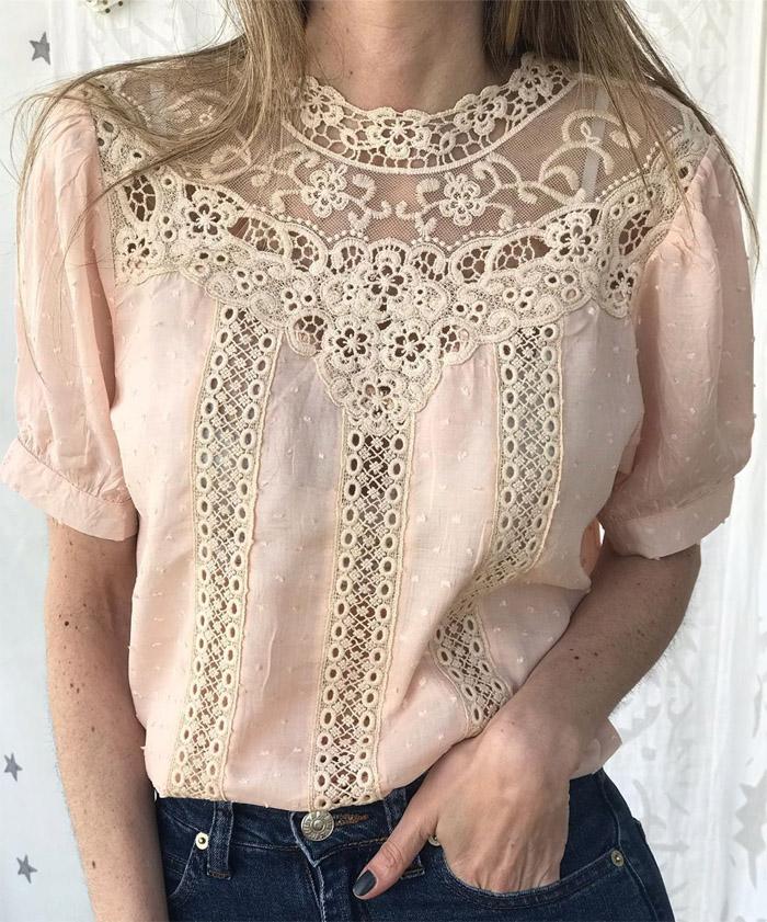 Blusas con encajes romanticos primavera verano 2020 rosas. Blusas de moda 2020.