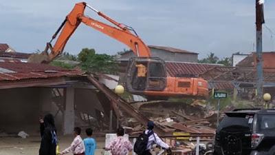 VIDEO: Detik-detik Bangunan Eks Pasar Uloe Bone Dieksekusi