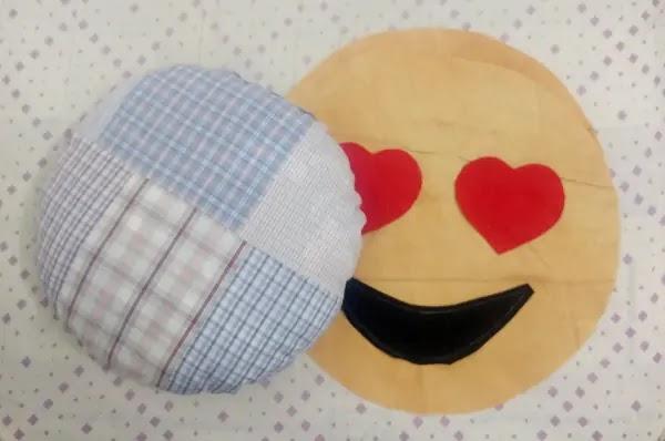 como fazer almofada divertida emoji apaixonado