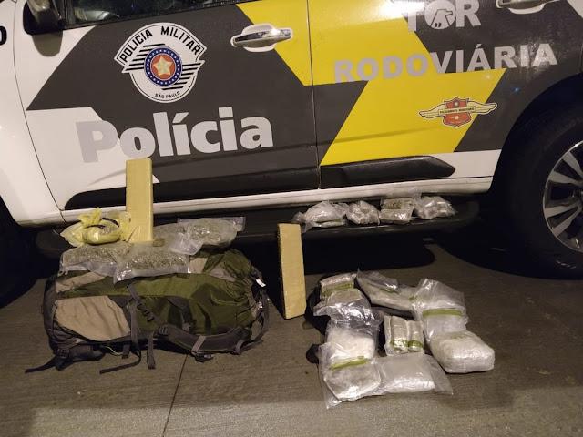 Haxixe, skank e maconha são apreendidos durante abordagens da Polícia Militar Rodoviária