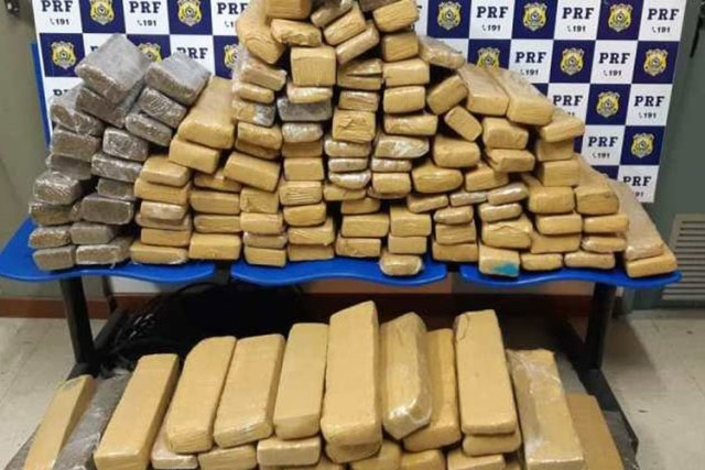 PRF apreende 142 kg de drogas em ônibus intermunicipal na BR-116, em Conquista