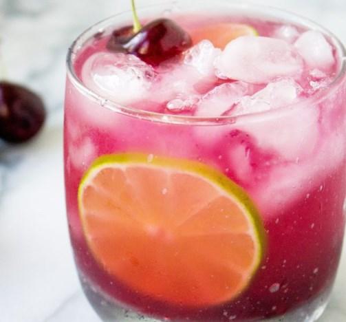 FRESH CHERRY AMARETTO MARGARITAS #drinks #cocktails