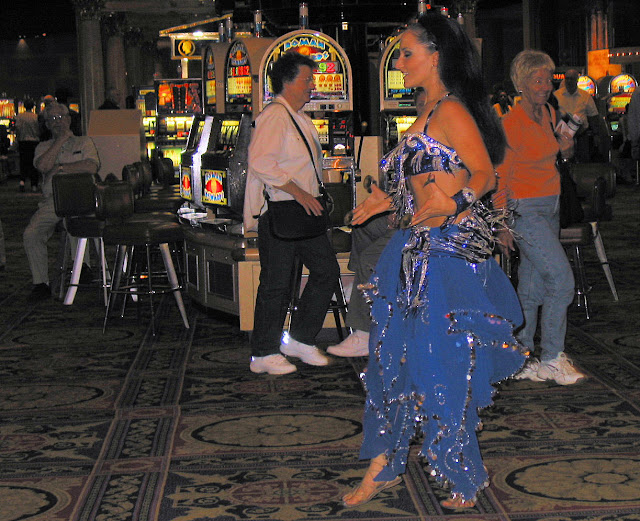 Vegas Dancing Girl at Roman Rewards slots in Caesars Palace