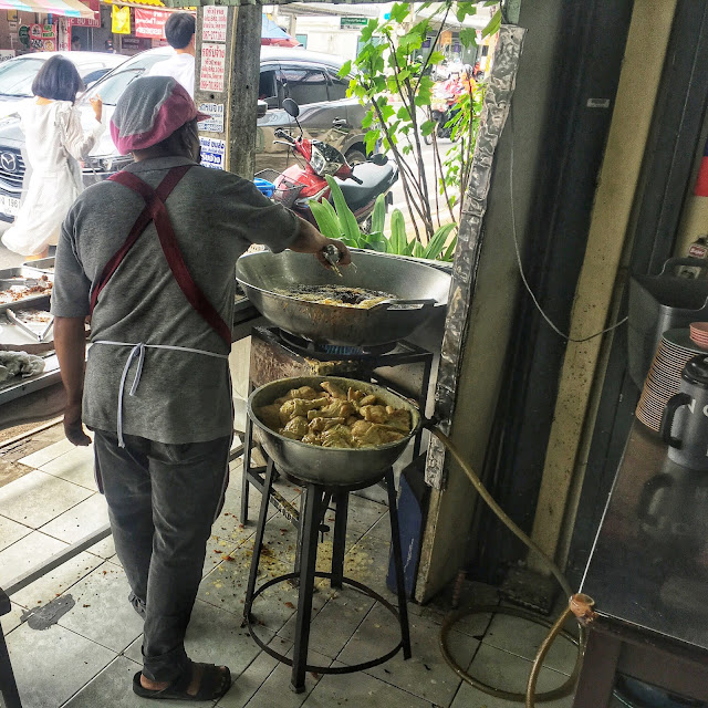 southern Thai chicken deep-fried in a wok