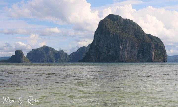 Pinagbuyutan-Island-Cabañas-Beach