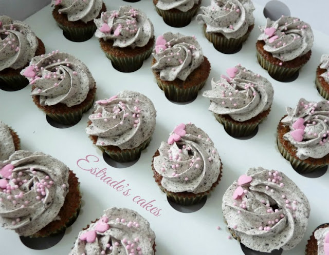 Cupcakes de Oreo con crema de vainilla y Oreos 1