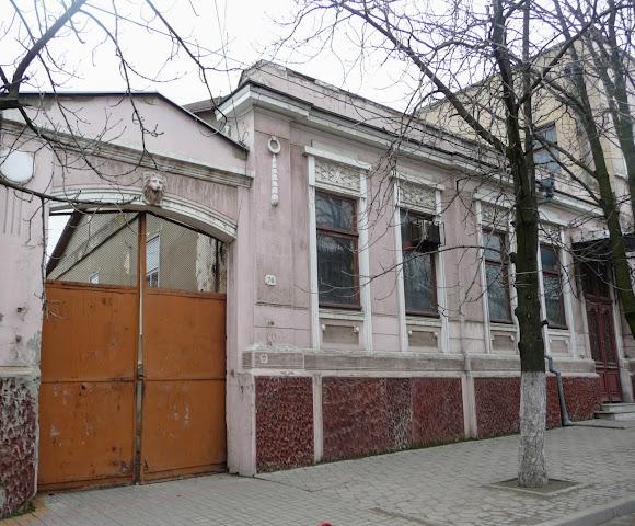 Белгород-Днестровский. Ворота и арки
