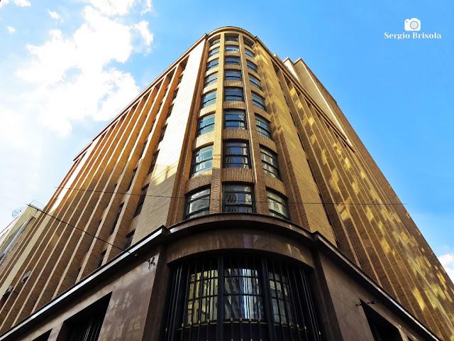 Perspectiva inferior da fachada posterior do Antigo Edifício Nossa Caixa SP - Centro - São Paulo