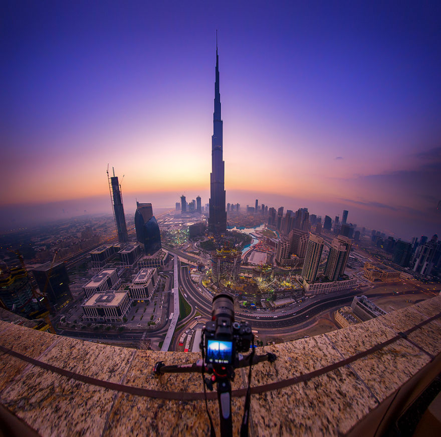 Shooting Time - Night-Time Dubai Looks Like It Came Straight From A Sci-Fi Movie