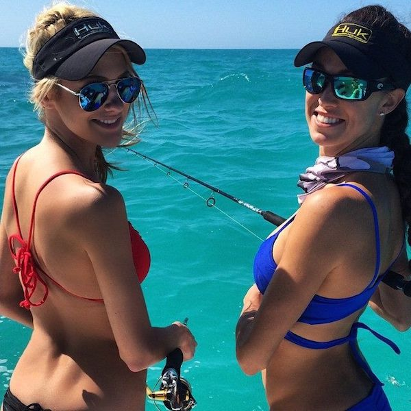 Красивые девушки на рыбалке (20 фото)