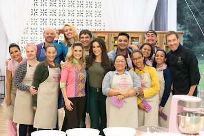 O convidado com os competidores (Crédito: Victor Silva/SBT)