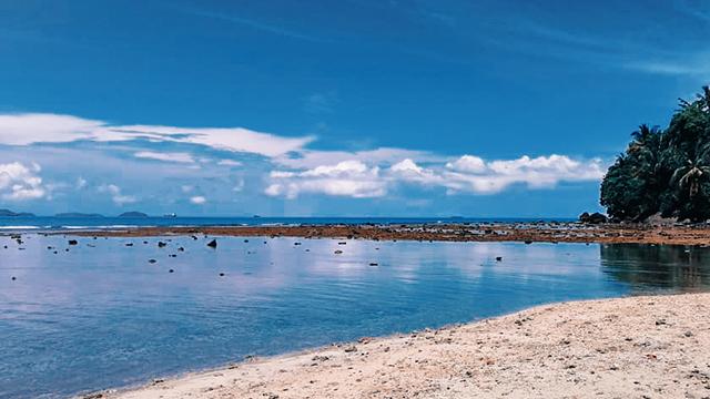 Pantai_Air_Manis