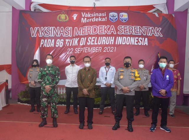 Kapolda Jambi tinjau Vaksinasi Merdeka Serentak Pada 96 Titik Di Seluruh Indonesia di Universitas Nurdin Hamzah