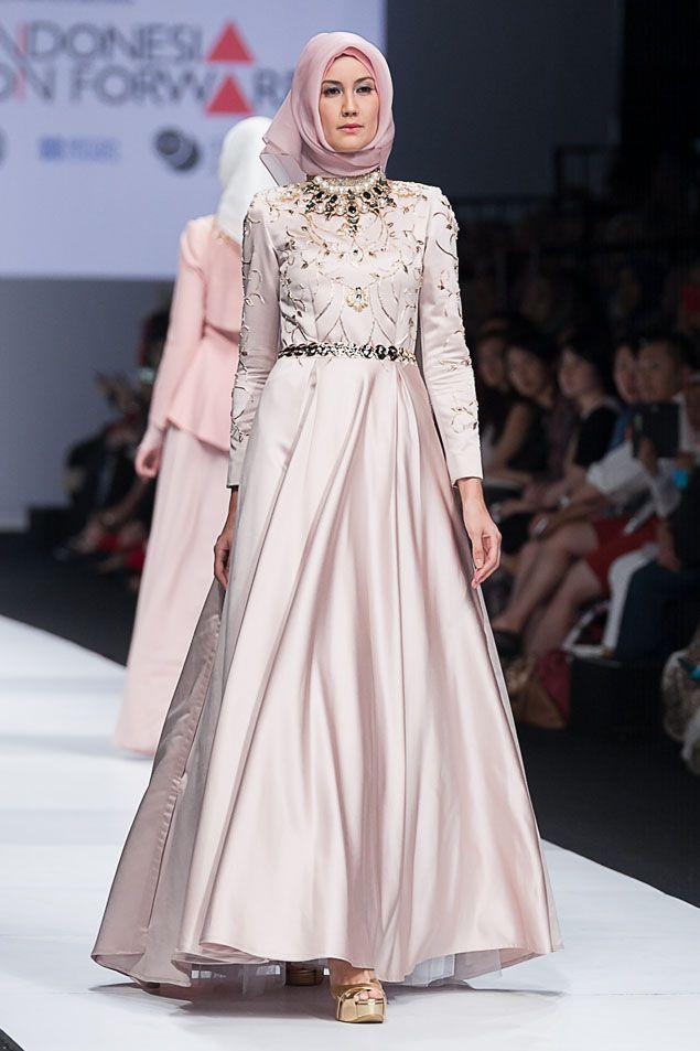 Karena sekarang ini sudah ada banyak model baju muslim yang sangat cantik  dan modern. Penasaran seperti apa dati bentuk model baju muslim pesta efb08b4de2