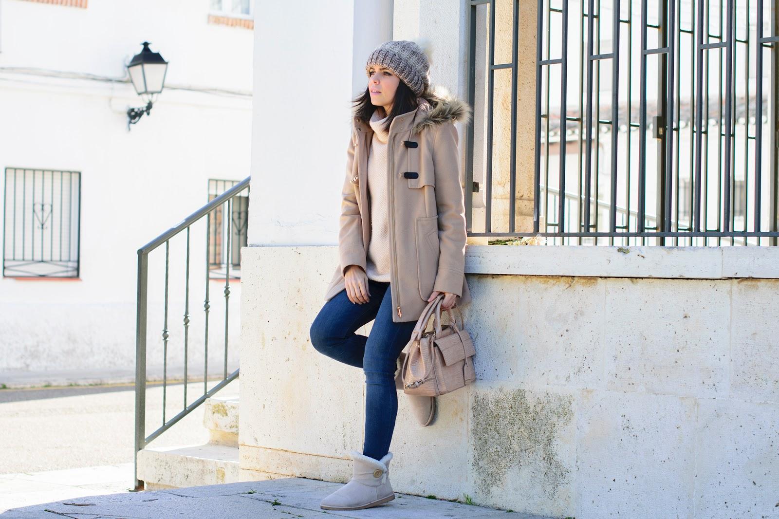 Look de Ponteunostacones con trenca beige y comfy boots