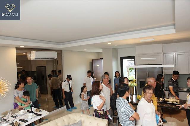 Người nước ngoài thích thú xem dự án Vinhomes