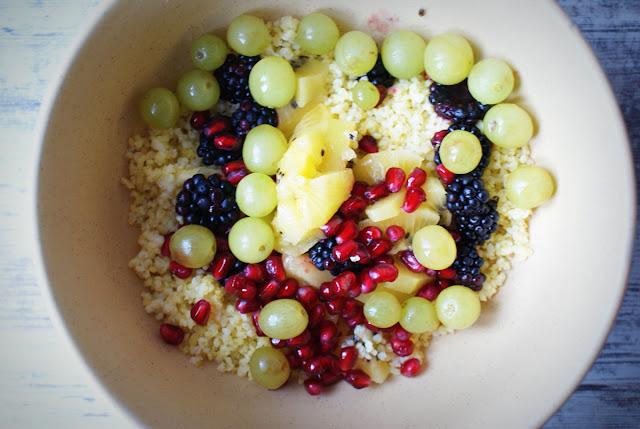 Kasza jaglana.kiwi,jeżyny,granat,acerola,zdrowe odżywianie,detoks,sałatka owocowa,