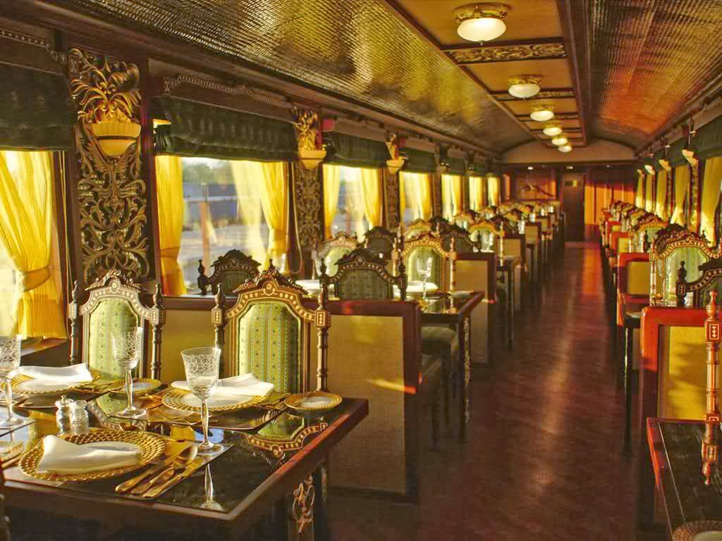 Voyage en Indemaharaja-express-interior Voyage en train - fardestinationstours