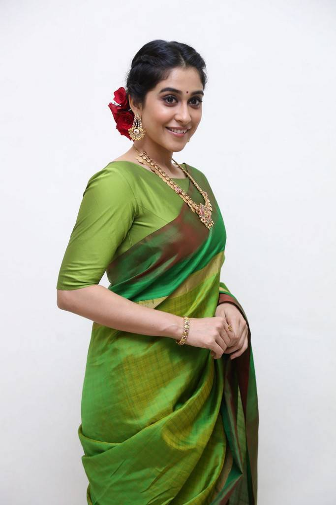 Regina Cassandra Stills At Shankarabharanam Awards 2017 In Green Saree