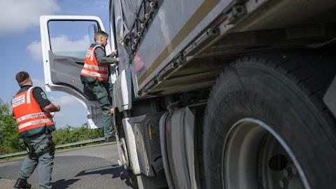 Ötszáz balesetveszélyes létrát találtak egy kamionon Mohácsnál