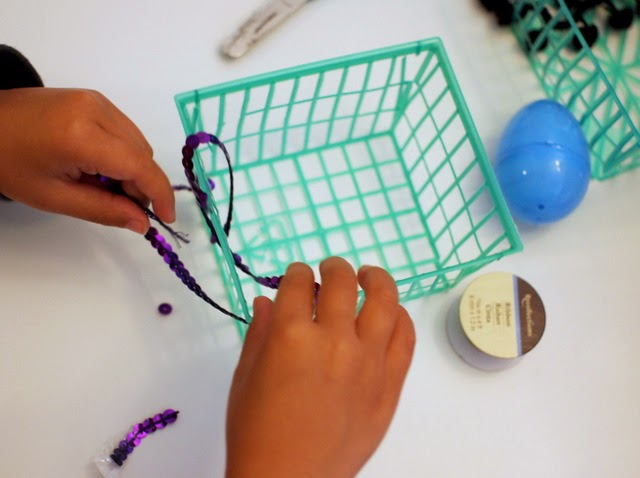 how to weave Easter Baskets with kids