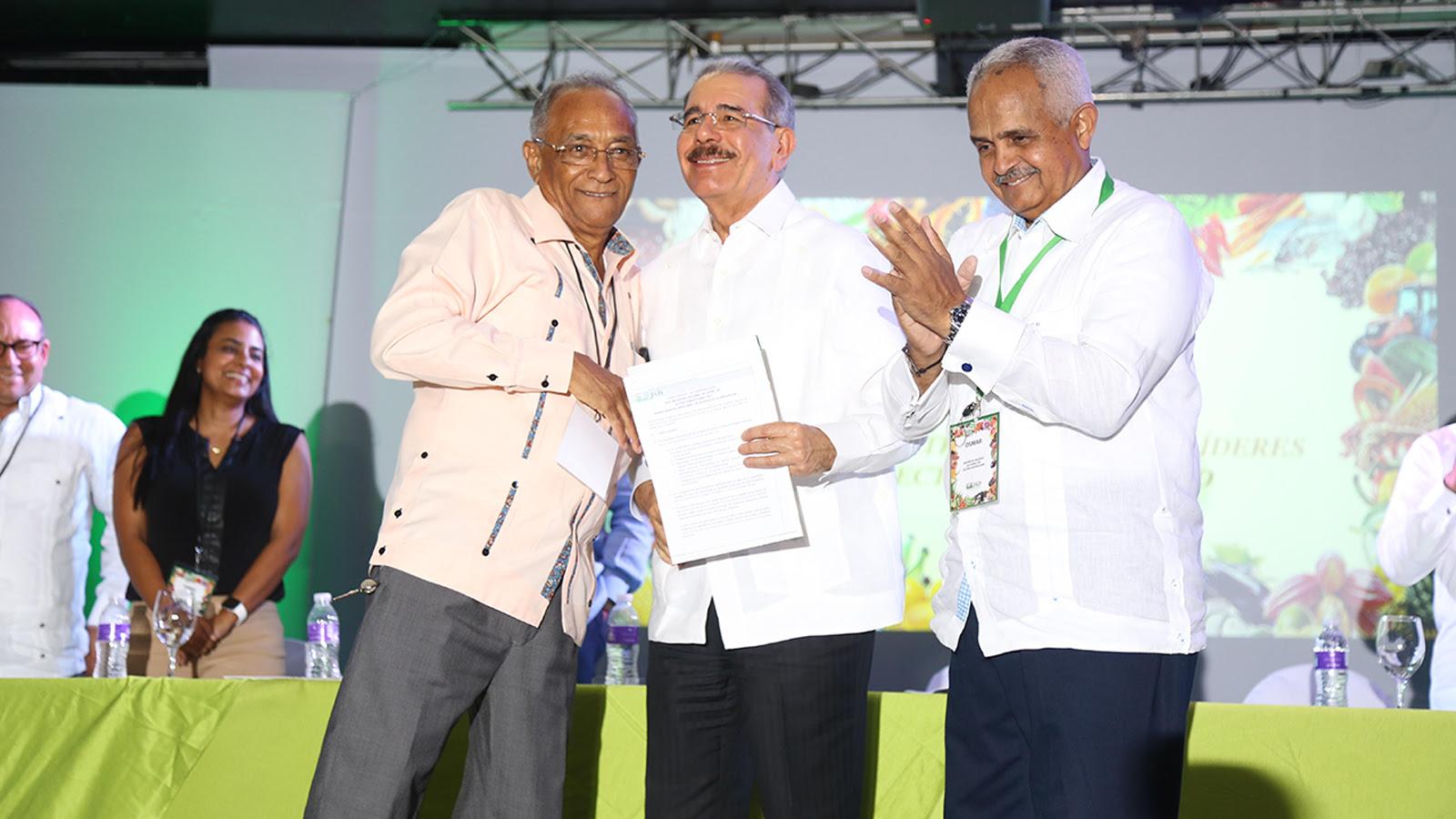 Danilo Medina asiste a clausura XVIII Encuentro Nacional Líderes Sector Agropecuario