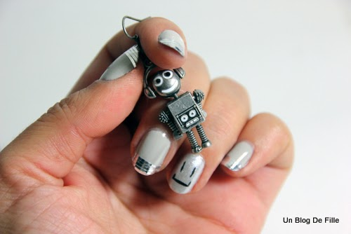 http://unblogdefille.blogspot.fr/2013/12/nailstorming-nail-art-robot.html