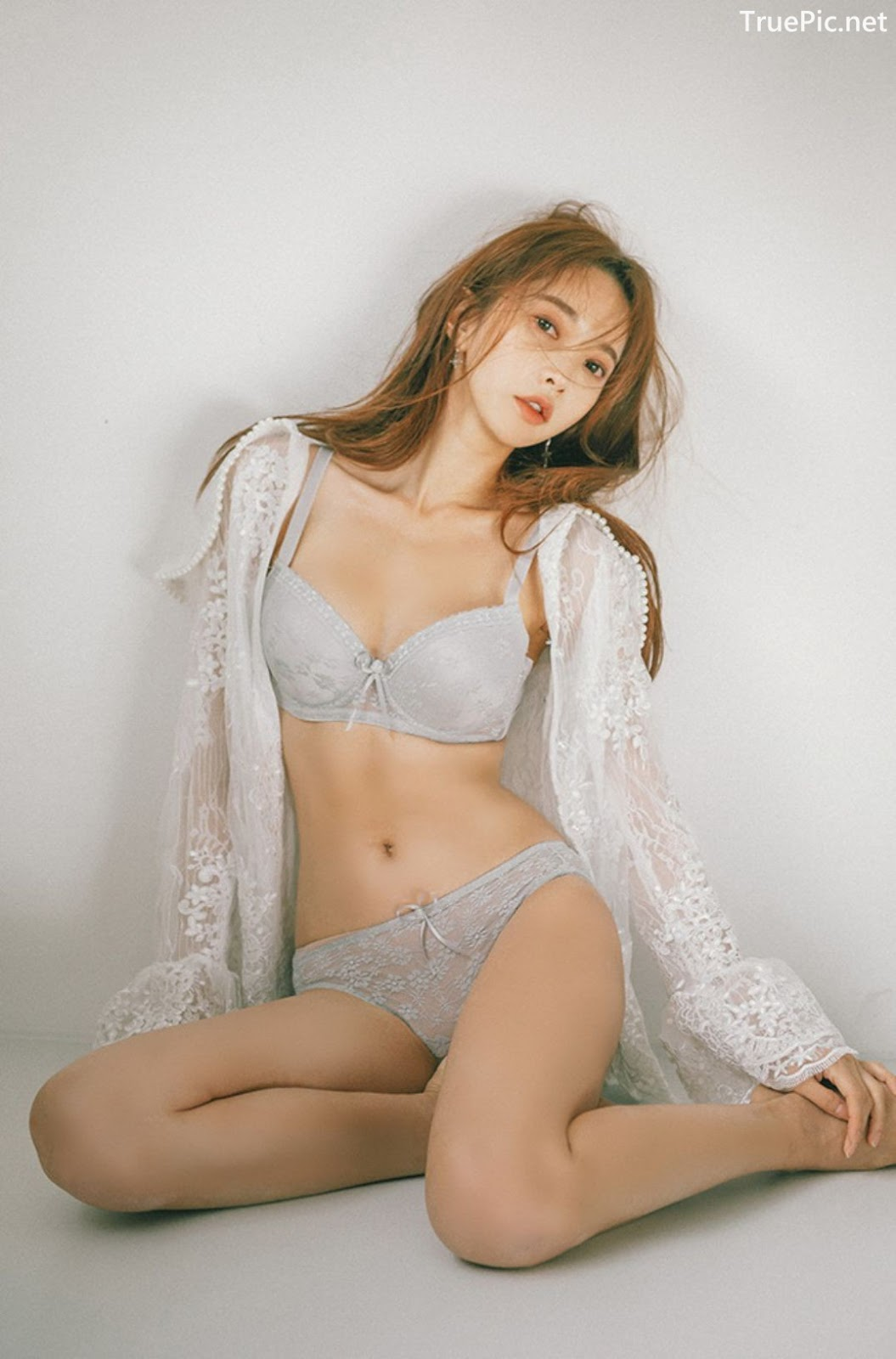 Image Korean Fashion Model - Park Soo Yeon - Light Grey and White Lingerie - TruePic.net - Picture-8