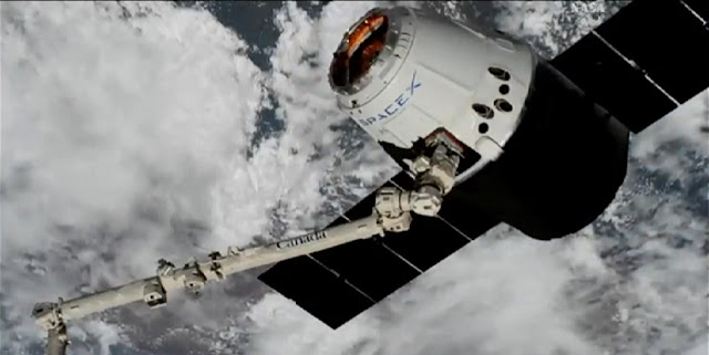 Dragon spacecraft approaches the ISS on April 4, 2018. Credit: NASA