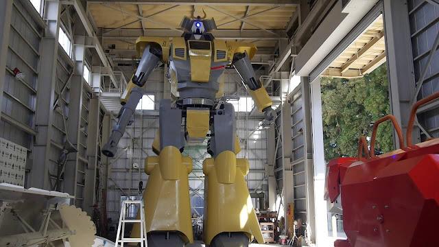 فيديو يظهر اكبر روبوت في العالم بطول 7 امتار!