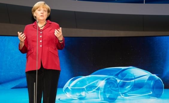 """""""A gente esperava mais, mas formarei o governo"""", diz Merkel após vitória em boca de urna"""