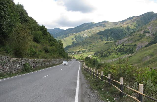 спуск по военно-грузинской дороге
