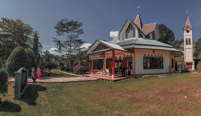 Gereja Katolik Salib Suci Paroki Yesus Tersalib Nanga Taman