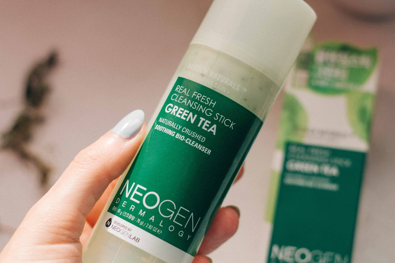 "In my adventure and discovery of Korean beauty and skincare products, I have mentioned Neogen several times before. As I have always pointed out, the brand is cruelty-free and shows a great environmental concern. Like the exfoliating cotton discs, I became a fan of one more Neogen product, and I'm already trying a new product from the ""Real Cica"" range, more specifically the micellar foam. Have you ever tried a cleansing stick? What's your favorite cleansing product?"
