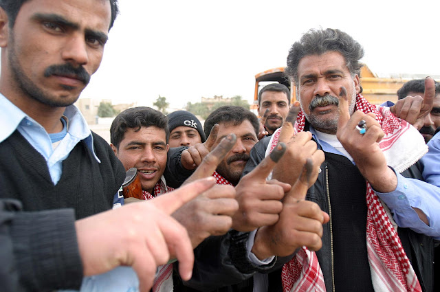Image Attribute: Iraqi voters inked fingers, 16 February 2005 / Source: Wikipedia