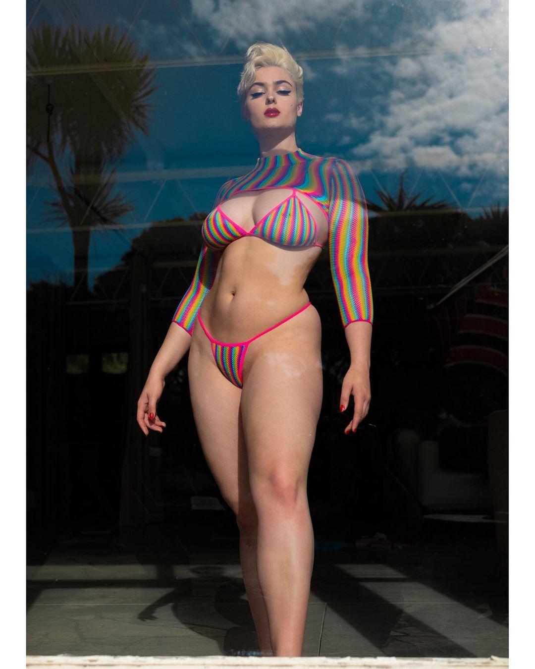 stefaniya ferrario عارضة أزياء من أستراليا يعشقها جميع رجال اوروبا