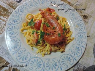 Immagine della ricetta Linguine all'uovo con gamberoni di Fabiola Falgone del blog RossoPomodoro