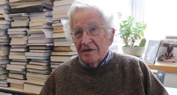 Los intelectuales y el poder | por Noam Chomsky