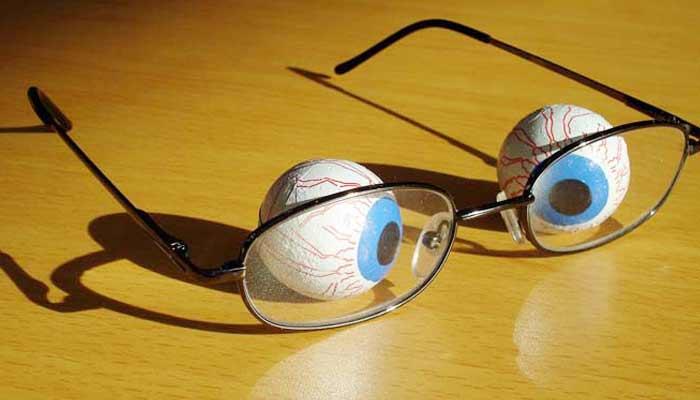 चश्मा का आविष्कार कब और किसने किया? Glasses invention in Hindi